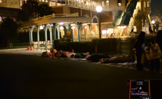 ディズニーランド夜間並ぶ
